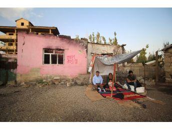 (özel Haber) Evleri Yıkıldığı İçin Dışarıda Kalan Ürek Ailesi Yardım Bekliyor