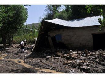 Yüksekova'nın Keçili Köyünü Sel Vurdu
