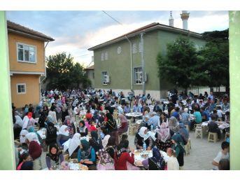 Akşehir'deki Son Mahalle İftarı Karahüyük Mahallesi'nde Yapıldı