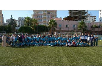 Adana'da 5 Bin Çocuk Futbol Eğitimi Alıyor