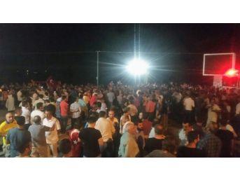 Kuşadası'nda Vatandaşlar Sokağa Çıktı