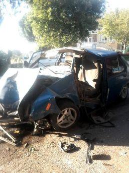 Söke'deki Kazada Otomobil Metal Yığınına Döndü