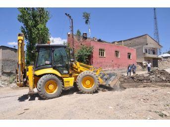 Yüksekova'da Su İsale Hattı Onarım Çalışmaları Devam Ediyor