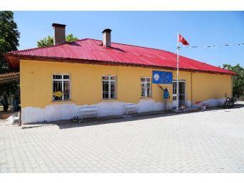 Erdemli Belediyesi, Okul Ve Camilere Hizmet Götürmeye Devam Ediyor
