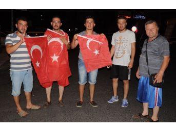 Mersin'de Vatandaş Sokağa İndi