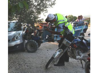 Mut'ta Otomobil Tarım Aracına Çarptı: 5 Yaralı