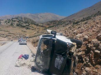 Piknik Yolunda Trafik Kazası: 1'i Çocuk 2 Ölü, 8 Yaralı