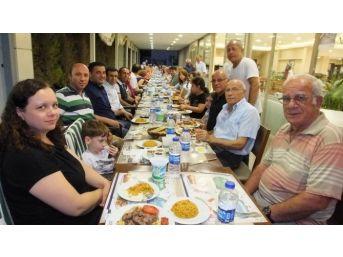 Edremit'te Dayanışma Yemeğinde Eğlence Bölümü Kaldırıldı