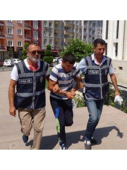 Tek Başına Sokağa Çıkma Yasağı Uygulamaya Kalkan Asteğmen Gözaltına Alındı