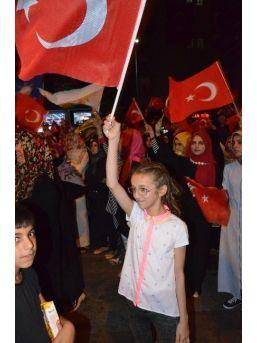 """Demokrasi Nöbeti Tutan Küçük Çocuklar """"vatan, Millet İçin Şehit Olmaya Geldik"""""""