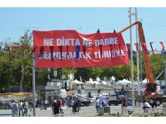 Taksim Meydanı Chp Miting İçin Hazır