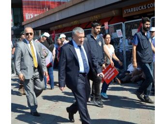 Taksim'deki 'cumhuriyet Ve Demokrasi Mitingi'ne Vatandaşlar Akın Etti