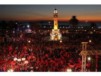 İzmirliler Dokuz Gündür Demokrasi Nöbetinde