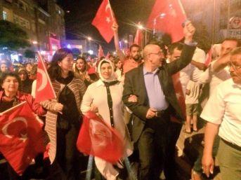 Ak Parti İl Başkanı Hüseyin Cahit Özden Demokrasi Nöbetlerine İlçelerde Devam Ediyor