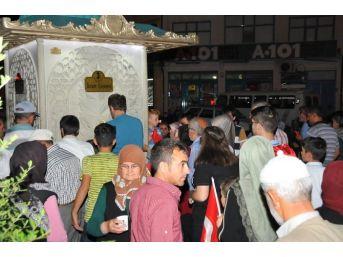 Akşehir Belediyesi'nden Demokrasi Nöbeti Bekleyenlere İkram