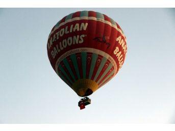 Kapadokya'da Balonlar Türk Bayrakları İle Havalandı