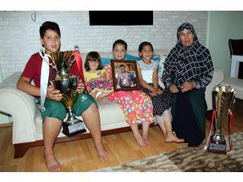 Başpehlivan Recep Kara'nın Ailesinin Galibiyet Gururu