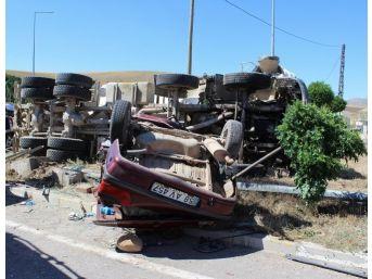 Sivas'ta Beton Mikseri İle Otomobil Çarpıştı: 2 Ölü, 1 Yaralı