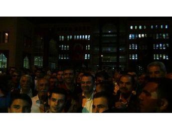 Erciş Kaymakamı Yaşar, Demokrasi Nöbetinde Halkla Birlikte