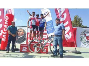 Bisikletçiler Kıyasıya Yarıştı