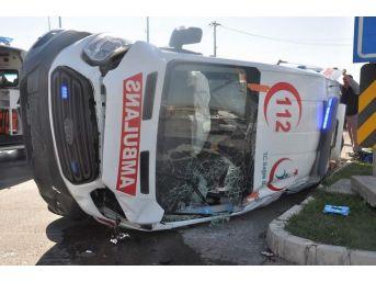 """Kaza Yaparak Devrilen Ambulanstan """"kör Talih"""" Çıktı"""
