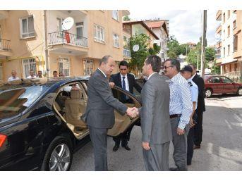 Ankara Valisi Mehmet Kılıçlar'dan Demokrasi Şehitlerinin Ailesine Ziyaret