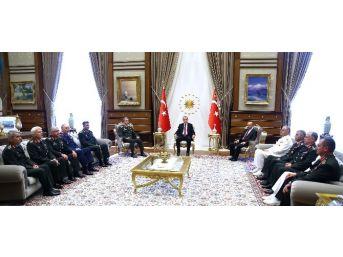 Cumhurbaşkanı Erdoğan, Genelkurmay Başkanı Akar Ve Kuvvet Komutanlarını Kabul Etti
