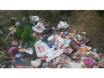 Fetö'cü Öğretmen Baskından Önce Yüzlerce Kitabı Çöpe Attı