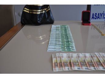 Gurbetçi Çifti 52 Bin Lira Dolandırdı, Yolda Yürürken Polisin Şüphelenmesi Üzerine Yakalandı
