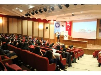 Genç Eczacılar E-gelişim Eğitimleri İle Mesleğe Hazırlanıyor