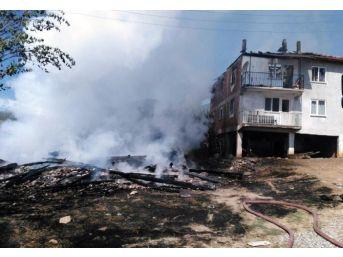 Kastamonu'da Anız Ateşi Üç Evi Yaktı