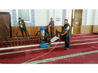 İzmit Belediyesi, 7 Yıldır İbadethaneleri Temizliyor