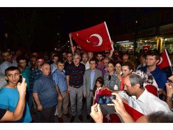 Rektör Kızılay İlk Mesajını Demokrasi Nöbetinde Verdi