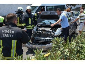 Milas'ta Engelli Sürücü Tır'a Çarptı; 2 Yaralı