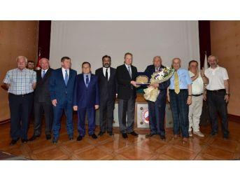 Hekimoğlu'na Trabzon'a Hizmet Ödülü