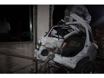 Tekirdağ´da Feci Kaza Araç İkiye Bölündü: 1 Ölü, 1 Yaralı