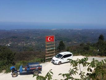 Akçakoca'nın En Yüksek Tepesine Türk Bayrağı