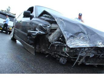 Lastiği Fırlayan Otomobil, 150 Metre Sürüklendi