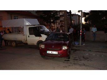 Başkent'te Otomobille Kamyonet Çarpıştı: 6 Kişi Yaralandı