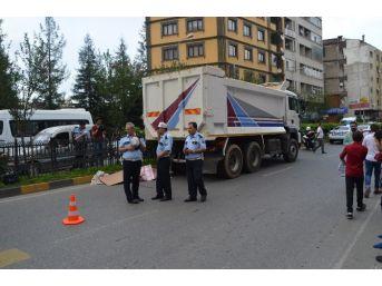 Trabzon'da Kamyon Yaşlı Kadına Çarptı: 1 Ölü