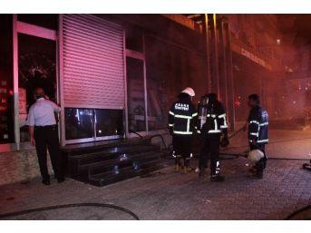 Elektrikçide Çıkan Yangın Korkuttu