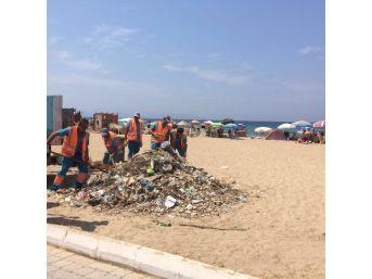 Kuşadası'nda Sahil Temizliği