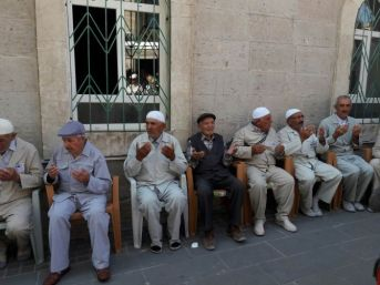 Gürün'de 21 Hacı Adayı Kutsal Topraklara Uğurlandı