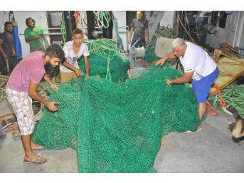 İzmirli Balıkçılar 80 Kilometrelik Fırtınada 'vira Bismillah' Dedi