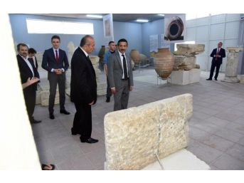 "Vali Yıldırım, Pompeiopolis Antik Kenti""ni Ziyaret Etti"