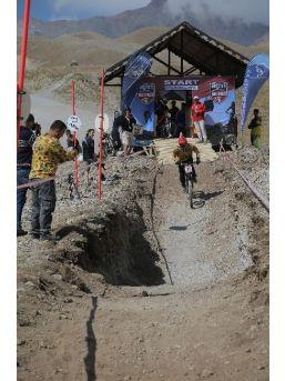 Türkiye'de İlk Kez Downhill Müsabakaları Kayseri'de Yapıldı