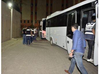 Mardin'de 14 Polis Ve 1 Öğretmen Tutuklandı