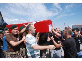 Şehit Özel Harekat Polisin Cenazesi Gözyaşları İle Karşılandı