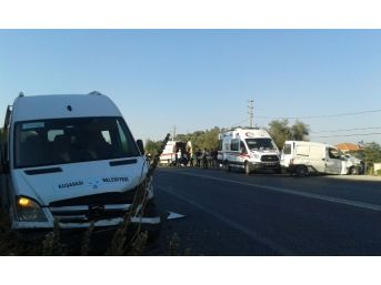 Hasta Taşıyan Belediye Aracı Kaza Yaptı, 2 Yaralı