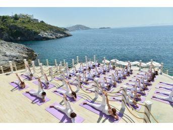 Yoga Severler Kuşadası'nda Buluşuyor